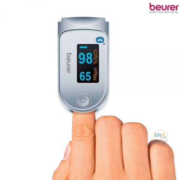 Máy đo nồng độ oxy trong máu SpO2 và nhịp tim Beurer PO60_hand