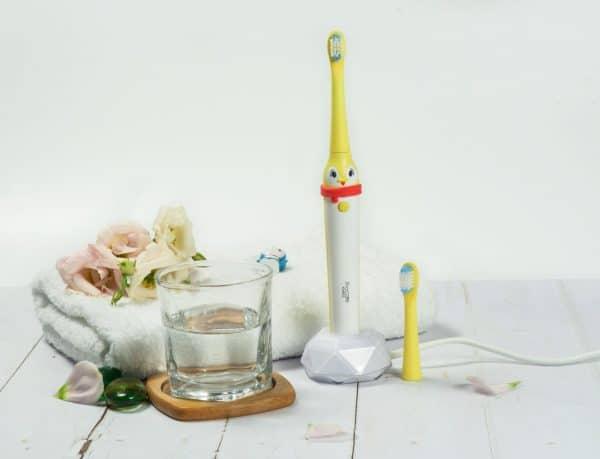 Bàn chải đánh răng điện trẻ em Procare KBH03-life2