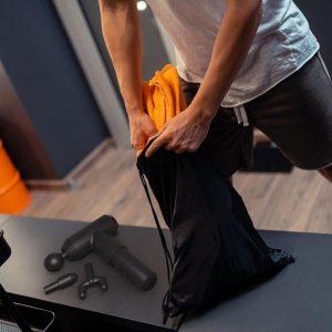 Túi đựng bảo quản sau sử dụng Súng massage giảm đau cơ HoMedics Physio PGM-200-EU có túi đựng đi kèm đựg máy và phụ kiện gọn gàng nhờ đó mà bạn có thể mang theo bộ sản phẩm một cách dễ dàng tiện lợi